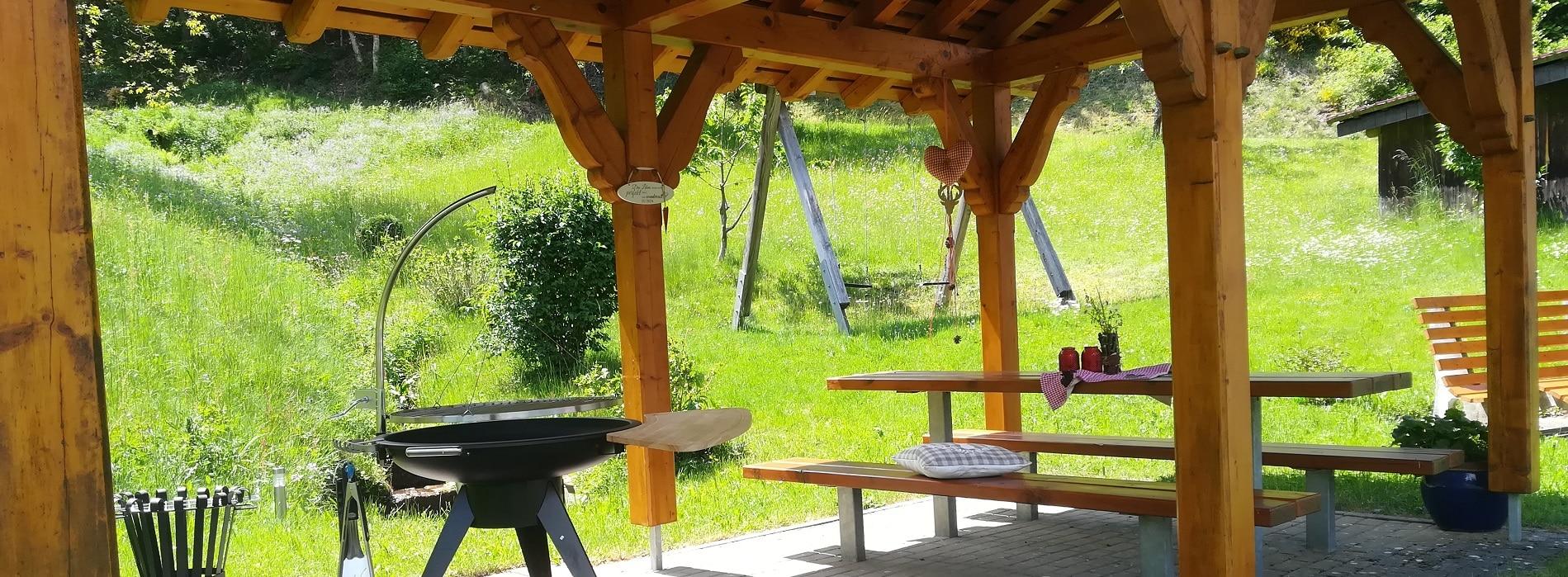 Grillstelle unter der Pergola beim Stinneshof